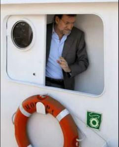 Rajoy fue fotografiado en los actos previos a la campaña electoral de 2009 en el atunero Moropa, propiedad de uno de los clanes históricos del narcotráfico. Publicar la imagen le costó el puesto al director del Jornal de Galicia, José Luis Gómez.